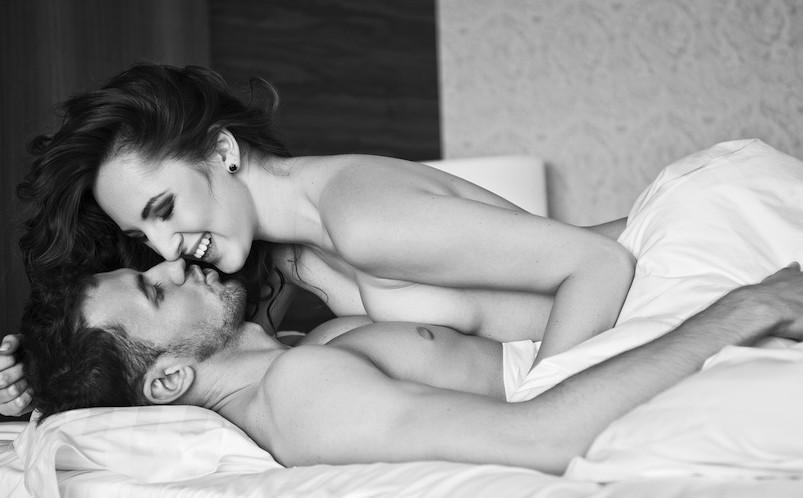 Sex in bed girl on tip, serinda swan sex